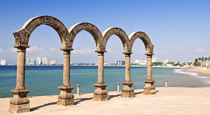 Escuche Un Concierto Al Aire Libre En Los Arcos Del Malecon